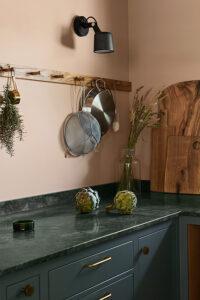 Grönt kök och gön marmor